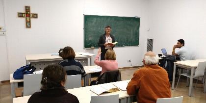 Clase en el Centro Regional de Estudios Teológicos de Aragón