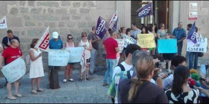 Manifestación de la HOAC frente al edificio de la Junta de CyL en Ávila