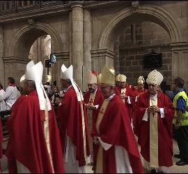 Procesión de obispos en la misa de la ACG