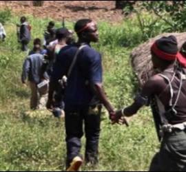 Soldados antibalaka en Gambo, República Centroafricana