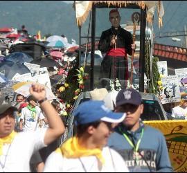 Peregrinación en honor a Romero en El Salvador