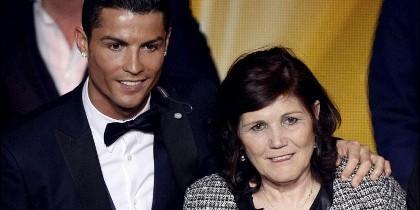 Ronaldo con su madre