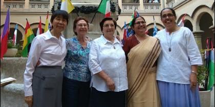 La Hermana General de las Carmelitas Vedruna y sus consejeras