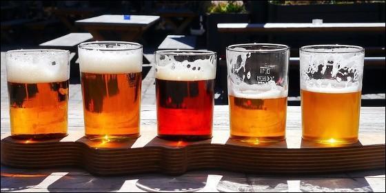 Cañas y cerveza.