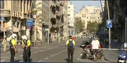 Los Mossos vacían las calles de Barcelona.