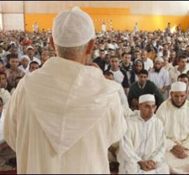 Un imán se dirige a la comunidad