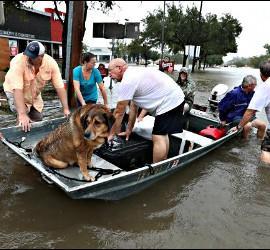 Houston inundada tras la llegada del Huracán Harvey y el el 'diluvio'.