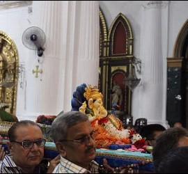 La procesión de Ganesh en la iglesia de la patrona de Ceuta