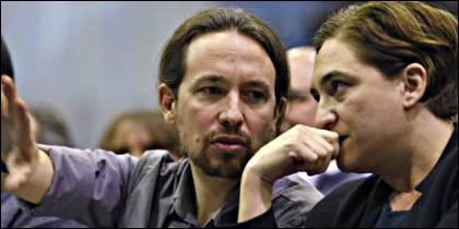Pablo Iglesias con Ada Colau.