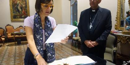 Màrion Roca jura el cargo ante el cardenal Omella