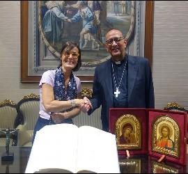 La nueva Secretaria General y Cancillera de la curia diocesana de Barcelona, Màrion Roca, con el cardenal Omella