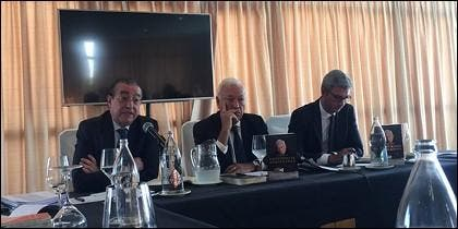 José Manuel García-Margallo, en el centro de la imagen.