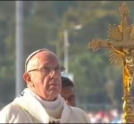 El Papa, en el altar