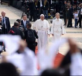El Papa, con el presidente Santos y su mujer