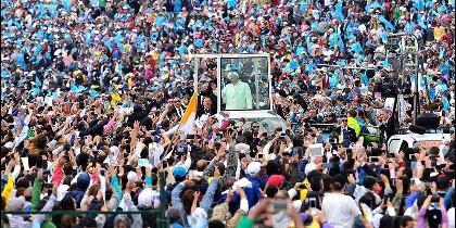 El Papa y la multitud en Colombia