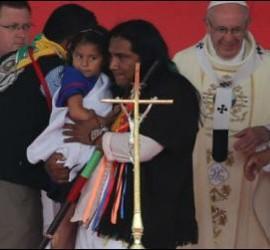 Francisco, con las comunidades indígenas, en Villavicencio