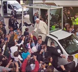 Apoteósica despedida del Papa de Bogotá