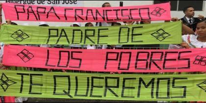 Cartel para el Papa Francisco en Medellín