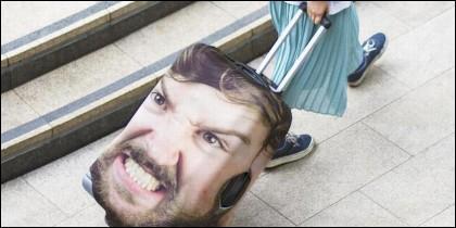 Head Case es una funda que cubre totalmente tu maleta con tu cara.