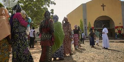 Católicos acuden a misa en Nigeria