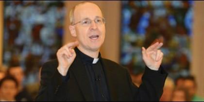 James Martin sj, asesor de la Secretaría para la Comunicación de la Santa Sede