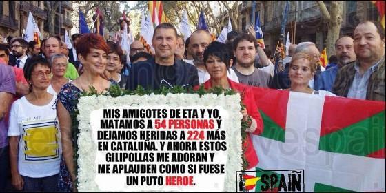 El etarra Otegi y sus compinches, con el cartel que debería haber llevado en la Diada 2017.