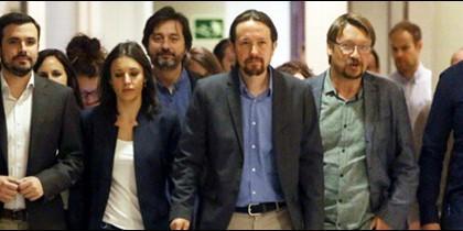 Pablo Iglesias y sus hombres y mujeres, llegados para salvar la democracia.