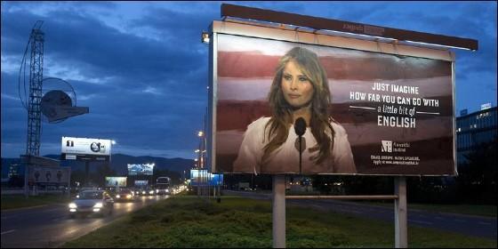 Uno de los carteles sobre el inglés de Melania Trump.