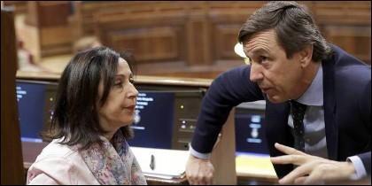 Margarita Robles (PSOE) y Rafael Hernando (PP) en el Congreso.