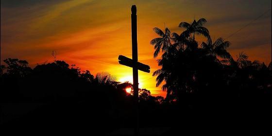 La cruz en el atardecer del Amazonas