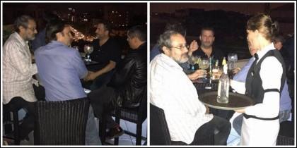 Toni Soler, Antonio Baños y Jaume Asens bebiendo gin tonics.