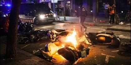 Foto de los disturbios en el barrio barcelonés de Gràcia