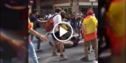 Pelea en Barcelona entre jóvenes con esteladas y banderas españolas