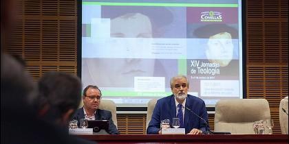 El rector de Comills y Enrique Sanz, en las Jornadas de Teología de Comillas