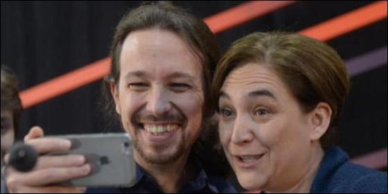 Pablo Iglesias (PODEMOS) con Ada Colau.