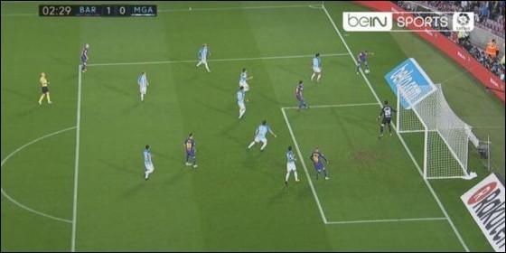 El balón había salido del campo, antes del gol inaugural de Deulofeu.