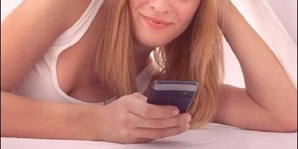 Un mujer y un móvil