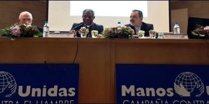 Turkson, junto al cardenal Osoro, en el foro de Manos Unidas