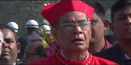 El cardenal D'Rozario, en una procesión en Daca