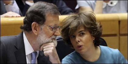 Mariano Rajoy con Soraya Sáenz de Santamaría.