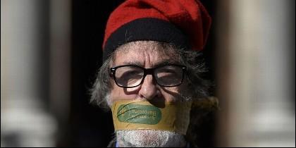 La foto de un independentista catalán con la que NYT ilustra su editorial sobre España este 2-11-2017.