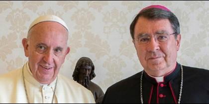 El nuncio apostólico en EEUU, Christophe Pierre, con el Papa Francisco