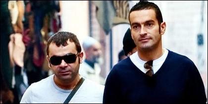 Jorge Javier Vázquez y su novio Paco de paseo.