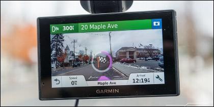 El coche, el tráfico, las direcciones y el Navegador GPS.