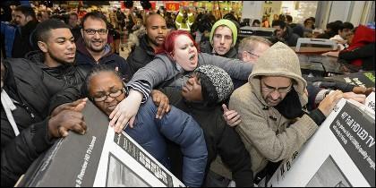 Aluvión de compradores de televisores en el Black Friday.