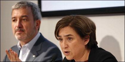 La alcaldesa de Barcelona, Ada Colau, y el presidente del grupo municipal socialista, Jaume Collboni.