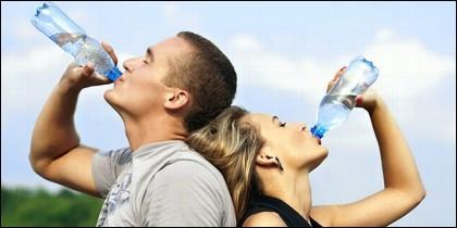 Deporte, agua e hidratación corporal.