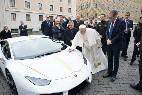 El Papa, con su nuevo modelo Huracán