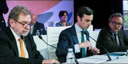 Juan Luis Cebrián observado por Manuel Polanco.