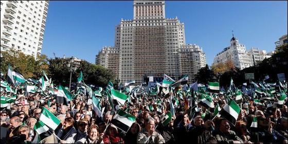 Miles de extremeños se manifiestan en Madrid exigiendo un tren digno a Extremadura.